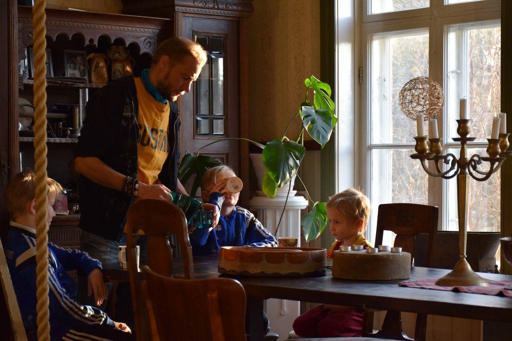 Ikke flere i arbeid etter finsk forsøk: – Borgerlønn betyr hele folket på kontantstøtte, sier Mette Nord