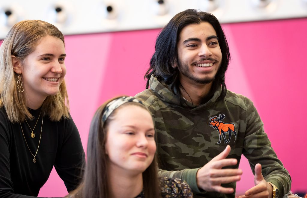 Angelica, Justina og Bilal vil lære mer om tariff og fagbevegelse. Men i den nye læreplanen for videregående er faget borte