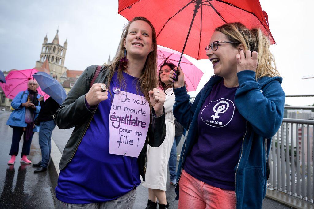 Sveitsiske kvinner streiker for likelønn