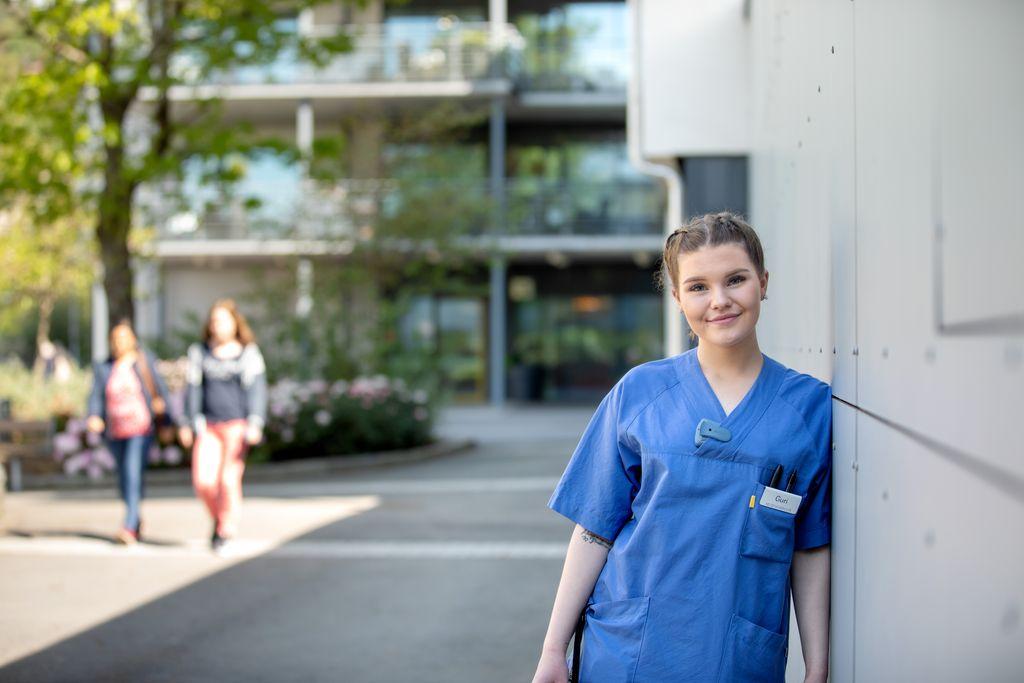 Guri (21) flyttet til Bergen og fikk hel stilling som helsefagarbeider i kommunens eget vikarbyrå