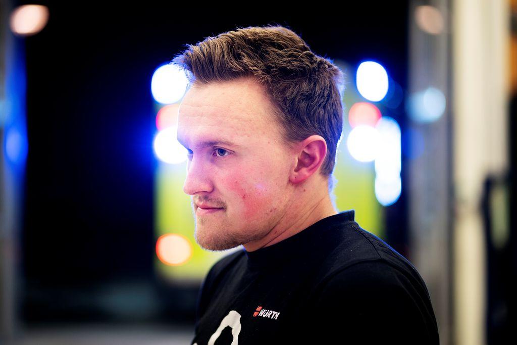 Henning vil bli brannmann – har ingen skole å gå på