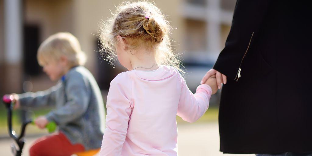 Hver femte ansatt i barnehage er over 50 år. Og nå øker tallet